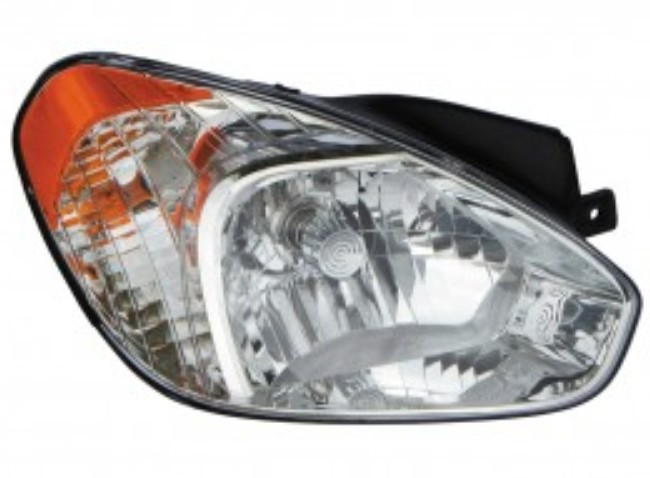 Hyundai Accent sedan / hatchback 2006 right passenger headlight